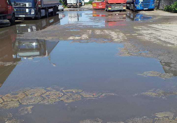 ZDM Lublin hektolitry wody na ulicy.